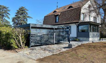 Carport alu double à toit plat près de Genève.