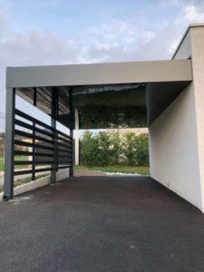 Carport en aluminium végétalisé