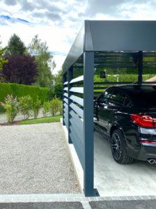 Carport double en alu à toit végétal à Cessy