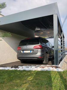 Carport avec toiture végétalisée
