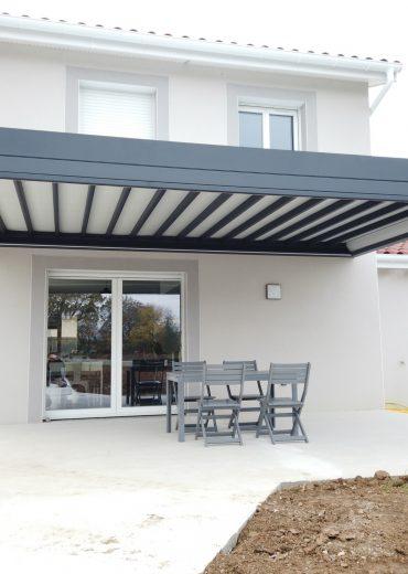 Pergola en aluminium sur mesure à toit rétractable à Villefranche.