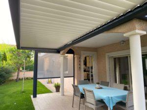 Pergola en aluminium sur mesure bioclimatique à Montbrison